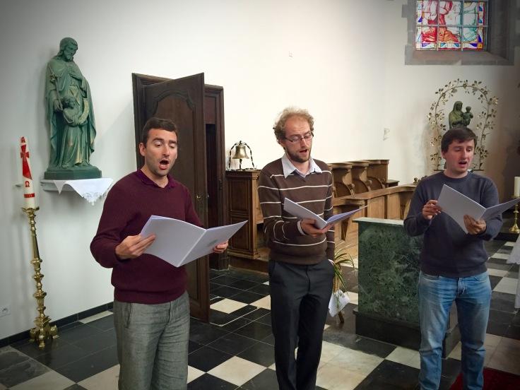 Concentratie tijdens het zingen. Psallentes te Bellingen.